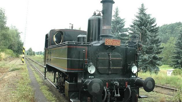 Historická parní lokomotiva odstartovala prázdninové jízdy nejen skrz Český ráj