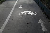 Jízda na kole na chodník nepatří.