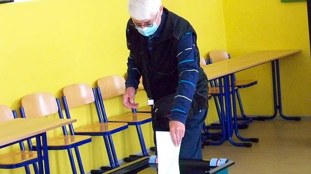 V Jablonci nad Nisou otevřeli v pátek ve 14 hodin 49 volebních místností. Na celém území jabloneckého okresu je jich 120.