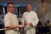 Ve středu 14. května byla v Jablonci nad Nisou otevřena Akademie Tai ji pod vedením Davida Němce. Na slavnostní první hodinu přijal pozvání Mistr Radek Kolář (na snímku vpravo).