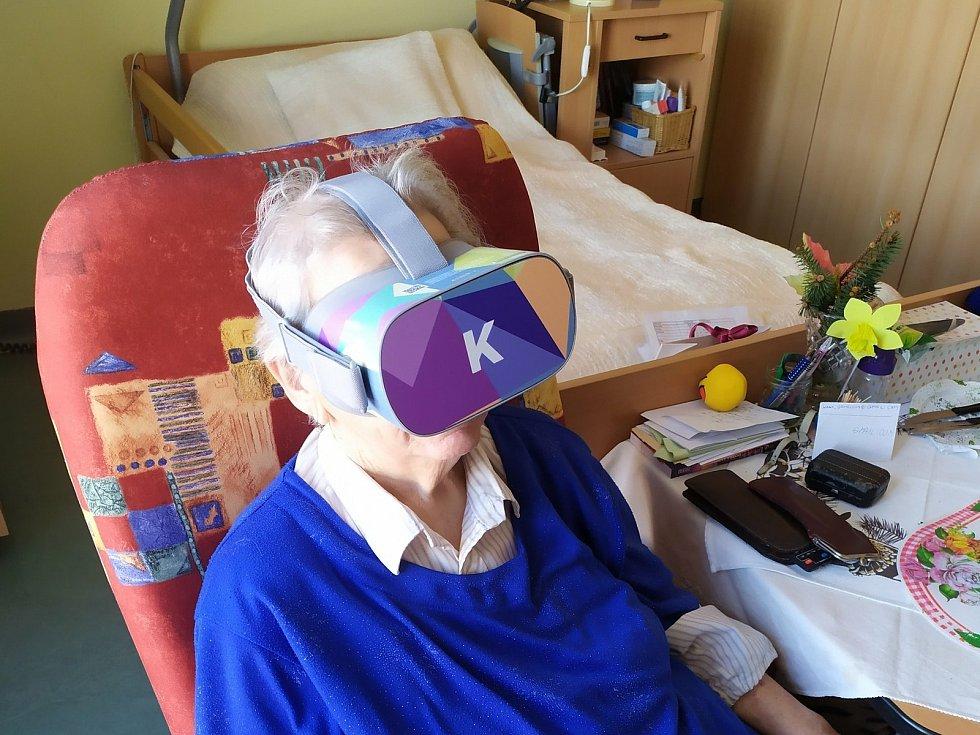 Seniorům žijícím v sociálních zařízeních zpříjemňuje život virtuální realita. Projekt Kaleido dorazil i do Domova důchodců Velké Hamry nebo do Domu seniorů v Liberci - Františkově.