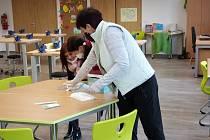 U testování přibližně čtyřiceti dětí muselo v Plavech asistovat sedm učitelek, ale i dobrovolníci.