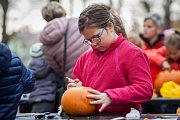 Základní škola ve Smržovce uspořádala 19. října u Parkhotelu na Smržovce dýňobraní. Děti si zde mohly vydlabat a ozdobit dýně nebo vyzdobit halloweenské dekorace.