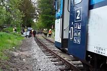 Nehoda vlaku a osobního auta v Lomnici nad Popelkou.