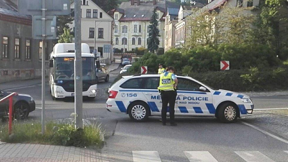 Smrtelná dopravní nehoda motorkáře na Jablonecku. Stala se 29. května v Kokoníně¨.