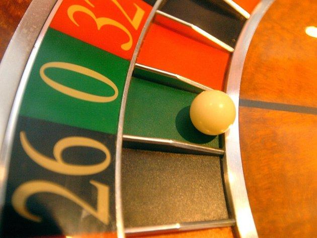 Živá hra v kasínu, například ruleta.