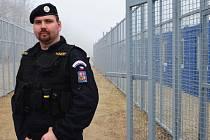 Policista Michal Sinko ze Semil, který slouží v turnovském obvodu, hlídal maďarské hranice.