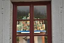 Adventní okénka s betlémy v Kittelově domě.