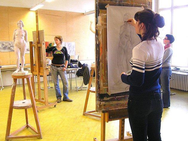 130. výročí založení uměleckoprůmyslové školy v Jablonci nad Nisou. Na snímku studenti při práci.
