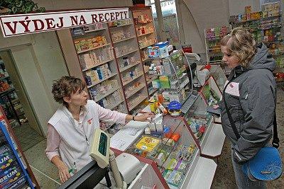 Zdražení léků pocítili pacienti hned dvakrát. Doplácejí totiž i třicet korun za recept ve všech lékárnách.