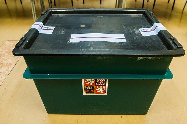 První den prvního kola volby prezidenta České republiky vJablonci nad Nisou. Zapečetěná urna na snímku z12. ledna.