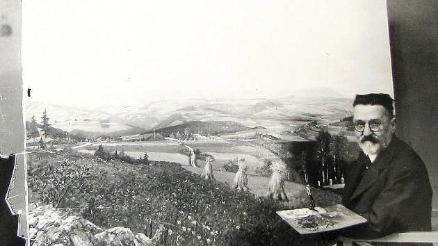 Na Obecním úřadě v Držkově připravili výstavu obrazů Aloise Otahala. K vidění jsou i historické fotografie.