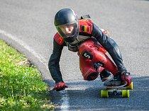 Závod světového poháru v downhillovém skateboardingu, Kozákov Challenge, pokračoval 20. července na kopci Kozákov u obce Chuchelna na Semilsku. Finále závodu se koná v sobotu 21. července.