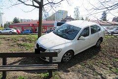 Policisté věc vyřešili na místě jako dopravní nehodu s projednáním a řidičce havarovaného vozidla udělili blokovou pokutu.