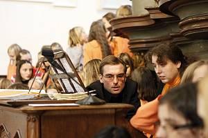 Jablonecký dětský pěvecký sbor ZUŠ Iuventus, Gaude! pod vedením Tomáše Pospíšila zpíval v Praze na Malé Straně před papežem Benediktem XVI.