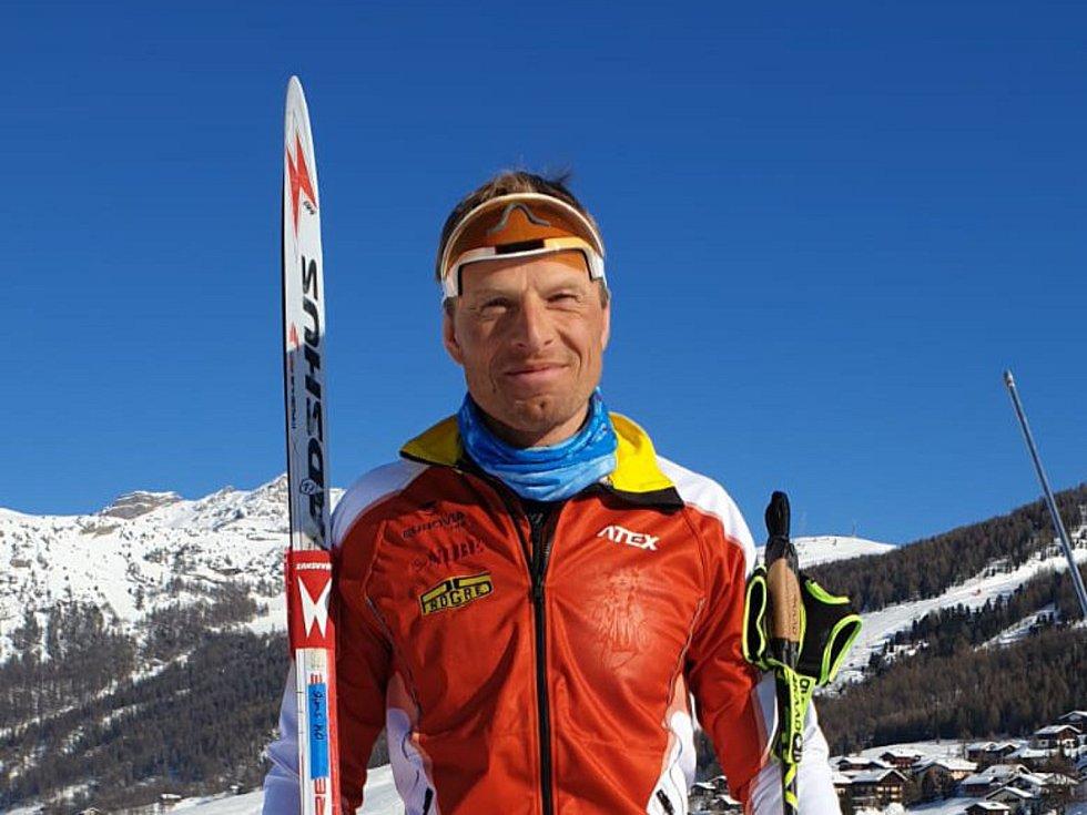 Jablonecký Stanislav Řezáč se i při nedostatku sněhu  chystá na lednové závody  Úspěšný dálkový lyžař má na sezónu velké plány.