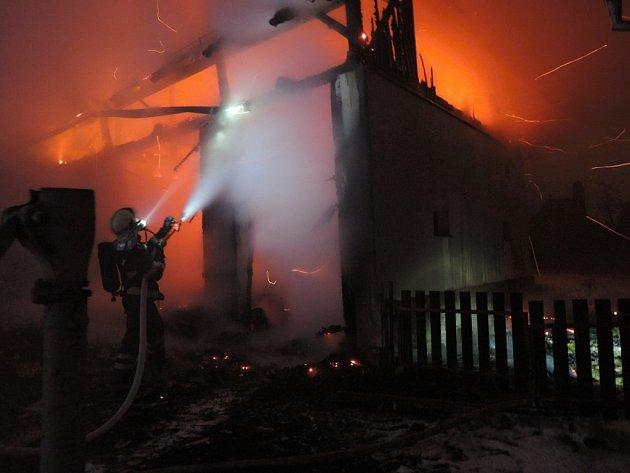 Požár stodoly na Nové Vsi na Jablonecku.