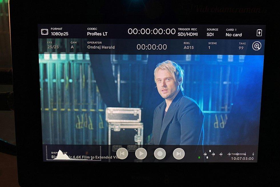 David Deyl při natáčení v jabloneckém divadle.