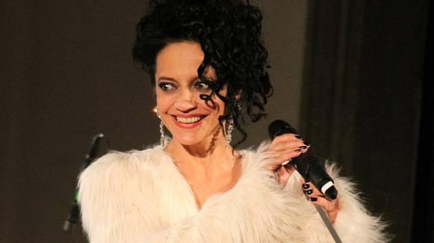 Adventní turné s názvem Bílé Vánoce Lucie Bílé odstartovala populární zpěvačka v úterý 26. listopadu večer v dominikánském kostele ve Znojmě.