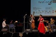 Hudební festival Songfest.cz, který měl 8. února 2017 zastávku v Eurocentru v Jablonci nad Nisou, se letos nese ve znamení vítání roku kohouta. Duchovním patronem Songfestu.cz se stal herec a režisér Jaroslav Dušek, který moderoval celý program v Jablonci