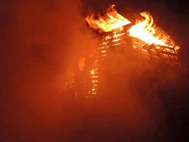 Požár zahradní chatky v Proseči.