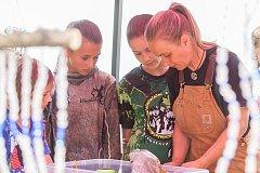 Dětský letní kurz s polárními psy, Husky camp, pořádá musherka Jana Henychová v Horním Maxově na Jablonecku pro děti svých známých. Snímek je z 21. července.