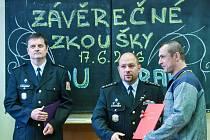 V pátek 17. června předal ředitel Věznice Rýnovice Vlastimil Kříž výuční listy 22 odsouzeným, kteří úspěšně ukončili studium učebního oboru obráběč kovů