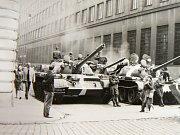 Srpen 1968. Praha, ulice Hybernská.