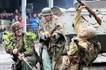 V Muzeu vojenské obrněné techniky v Nové Vsi nad Nisou předvedli ukázky bitev, novou techniku, zájemce povozili na tanku a někteří si mohli i vystřelit z pušky.