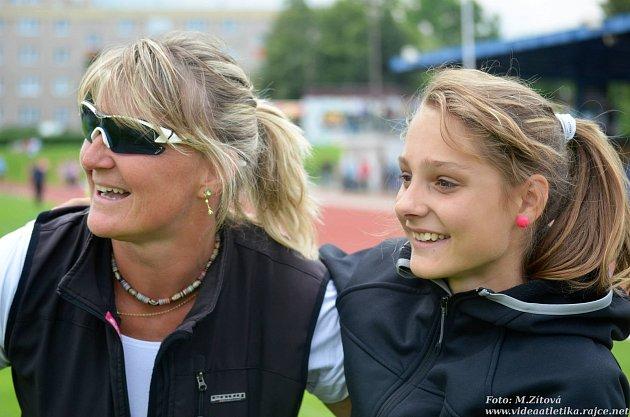 Závodů se zúčastnila po zranění a tréninkovém výpadku Tereza Vokálová, která postoupila zrozběhu jako druhá do finále běhu na 100m překážek a vněm pak doběhla šestá.Na fotografii strenérkou Danou Jandovou.