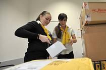 Pošta a další doručovací firmy jsou zavalené balíky