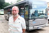 ČSAD Jablonec si zapůjčili na zkoušku částečně nízkopodlažní autobus. Jeho klady a zápory představil Jan Pszyk.