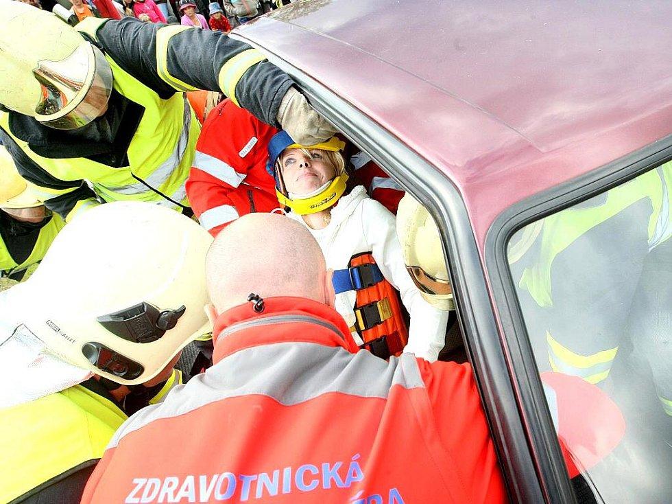 Nedělní odpoledne s Integrovaným záchranným systémem nabídlo stovkám diváků v Zásadě bohatý program.