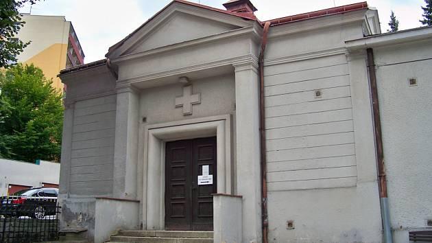 Stav smuteční síně na hlavním jabloneckém hřbitově.