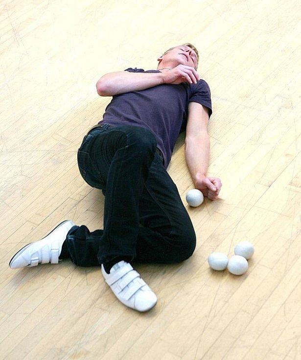 Žonglování se čtyři míčky. Zdeněk Bradáč čekal několik dlouhých let, než se pokusil o rekord v této disciplíně.