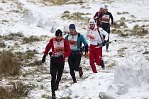 Nebyl sníh. Na trať letošní Jizerské 50 vyrazilo přesto několik desítek závodníků ať už po svých nebo na kolech či koloběžkách. Trénink na RUN?