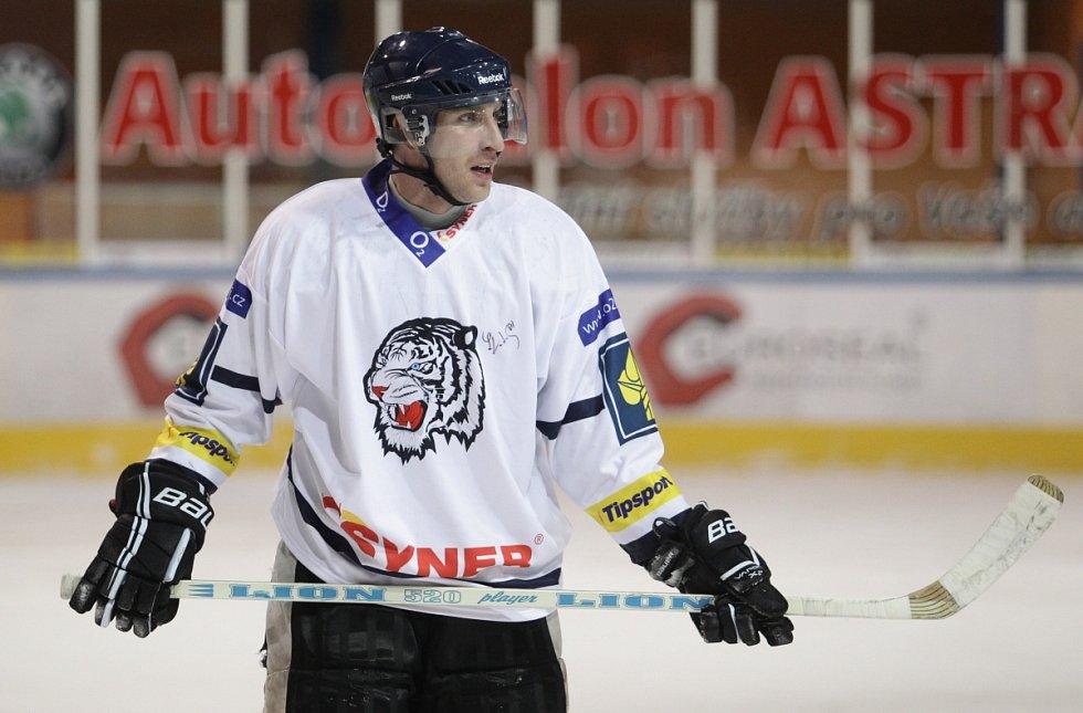 Fotbalisté Baumitu si zahráli hokej. Na snímku Petr Zábojník.