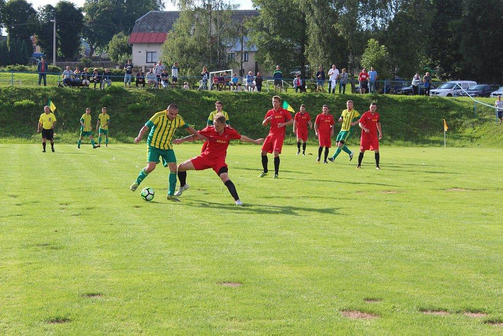 I. A třída. FC Pěnčín - FK Rynoltice 1:2 (1:0). Pěnčín postoupil do I. A třídy, v premiéře ale doma soupeři podlehl. Pěnčín - zelenožluté dresy.