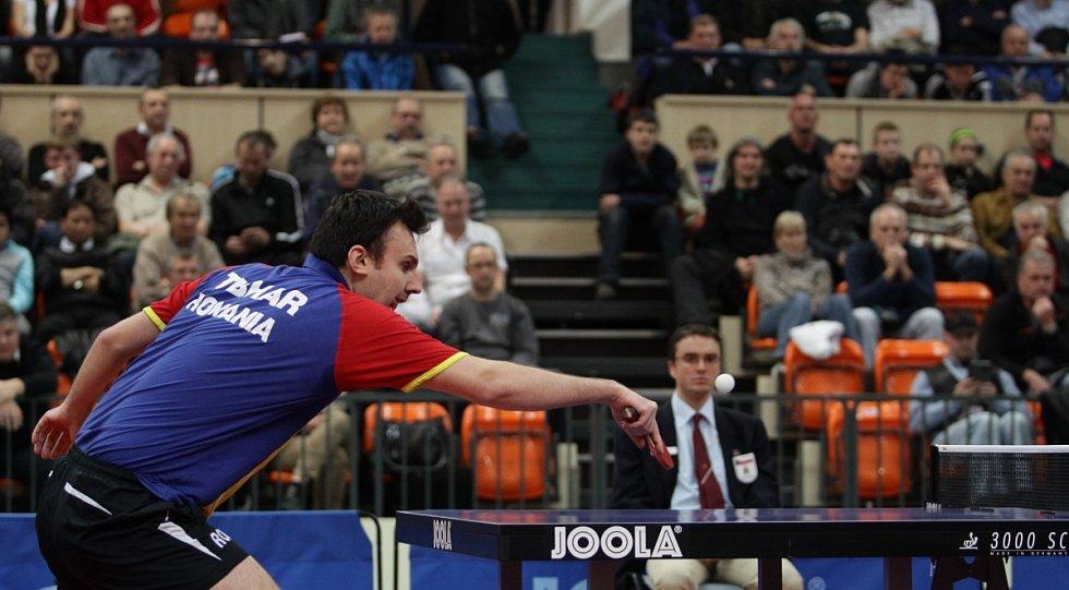 Utkání 3. kola kvalifikace skupiny A na mistrovství Evropy družstev ve stolním tenisu mezi Českou republikou a Rumunskem. Na snímku Adrian Crisan (Rumunsko).