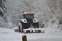 Jablonecko ve středu 4. ledna zasypal sníh. Penzion U lípy Vysoké nad Jizerou. Mnohde způsobil komplikace. Fotografie poslali čtenáři prostřednictvím facebooku.
