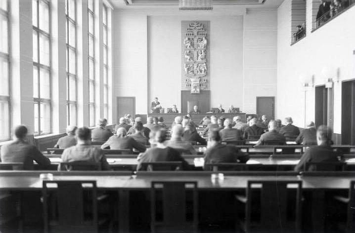 Zasedací sál č. 202 - podoba z 30. let 20. století.