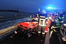 K vážné dopravní nehodě nákladního automobilu a dvou osobních vozidel došlo dnes krátce po půl sedmé ráno na silnici II. třídy ve Václavicích nedaleko Hrádku nad Nisou.