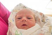 LINDA HRUŠOVÁ se narodila v pondělí 23. dubna mamince Heleně Buckové z Kněžmostu. Měřila 46 cm a vážila 3,01 kg.