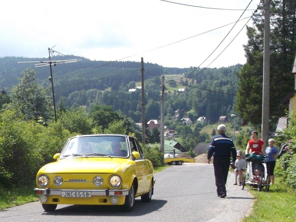 V sobotu 13. července se v Josefově Dolu sešlo kolem 60 závodníků na již X. ročníku závodů veteránů okolo Elišky.