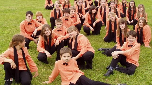 Dětský pěvecký sbor při jablonecké ZUŠ Iuventus, gaude! se v sobotu 14.června zúčastnil jako zástupce Libereckého kraje pietní vzpomínkové akce k 66.výročí vyhlazení obce Lidice.