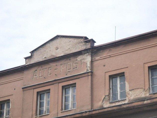 FOTO č. 3 Sice to není vzhledná budova, ale svědčí o historii. Víte, kde se nachází?