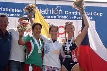 Petra Kuříková (vpravo) vybojovala na Panamerickém poháru v Peru bronzovou medaili.