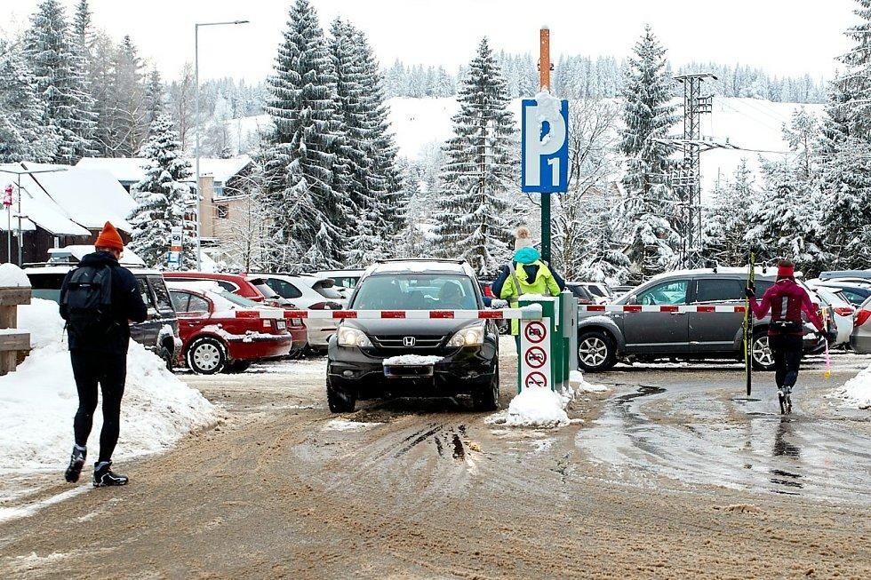 I v neděli musela policie přistoupit k uzavření komunikací do Bedřichova. Uzavírka trvala dopoledne dvě hodiny.