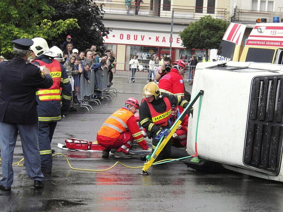 Den Integrovaného záchranného systému v Jablonci proběhl ve čtvrtek na Horním náměstí.