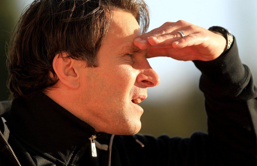 Jablonec porazil Spartu v prvním semifinále Poháru České pošty 3:1. Na snímku je trenér Jablonce Roman Skuhravý, pro kterého to byl poslední zápas na lavičce Baumitu. Na snímku je trenér Jablonce Roman Skuhravý.